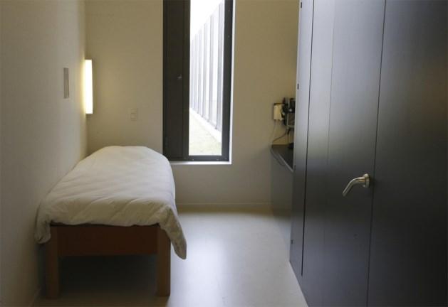 """Personeel psychiatrisch centrum klaagt wantoestanden aan: """"Patiënte al 13 weken vastgebonden"""""""