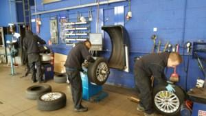 In Diest leren jongeren het autovak in een echte garage