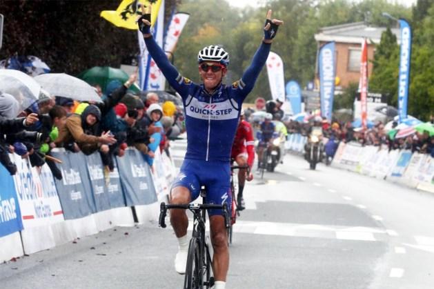 Indrukwekkend! Gilbert wint met GP d'Isbergues meteen zijn eerste koers na gebroken knieschijf