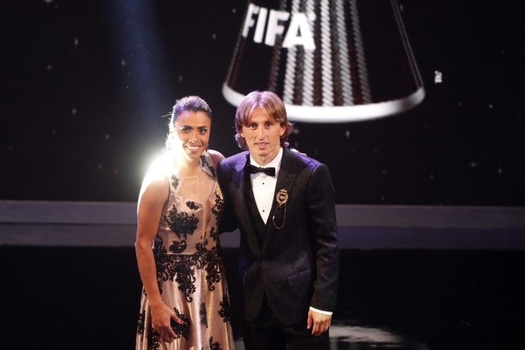 """Courtois verkozen tot """"FIFA Keeper van het Jaar"""", Hazard enige Belg in """"Elftal van het Jaar"""""""