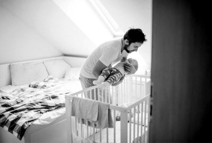 Tot welke leeftijd is het oké om een baby bij de ouders te laten slapen?