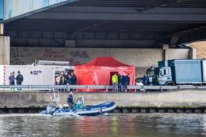 """Pasgetrouwd koppel uit Hasselt belandt in kanaal, vrouw van 49 verdrinkt: """"Ze waren zo'n fijn koppel"""""""