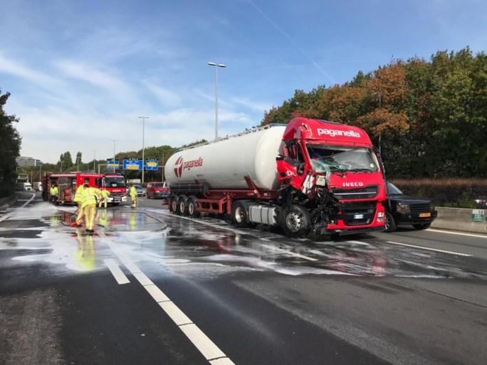 Zwaar ongeval met trucks op E313: ernstige hinder zal nog lang duren