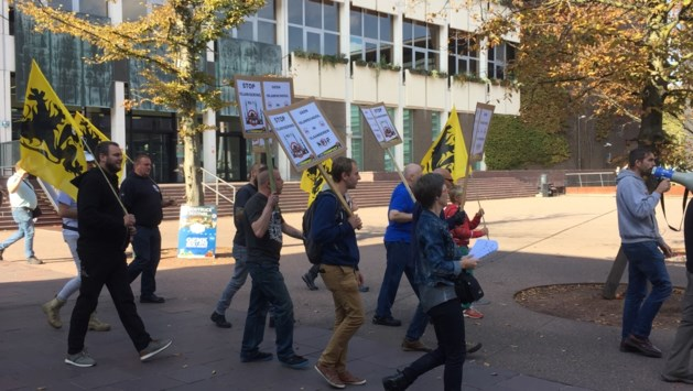 Voorpost houdt verboden manifestatie tegen komst islamschool in Genk