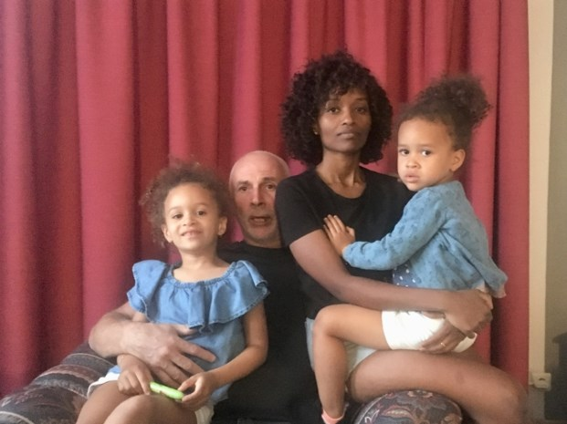 """Gezin uit Zussen woont al twee maanden op hotel na grondverzakking: """"Voor de kleintjes blijft het zwaar"""""""