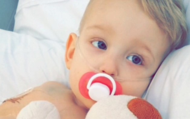 """Ouders slaan alarmkreet: """"Onze zoon heeft nog 336 uur te leven, help ons"""""""