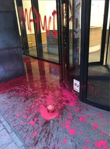 Vandalen besmeuren hoofdkwartier N-VA met rode verf