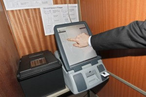 VIDEO. Problemen met stemcomputer in Lommel