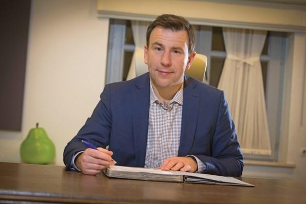Steven Mathei verwijst coalitiepartners naar de oppositie in Peer