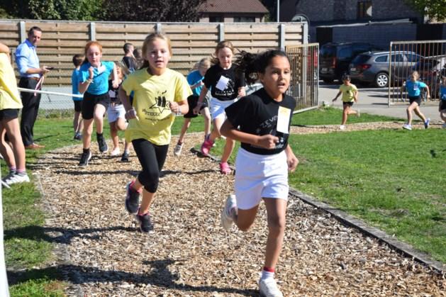 Scholenveldloop verzamelt honderden sportievelingen