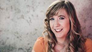 """Heusdense (27) doet onderzoek naar online dating apps: """"Tinder heeft me geblokkeerd"""""""