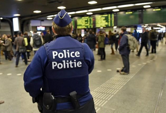 Federale politie pakt 33 verdachten op voor valse documenten en mensensmokkel