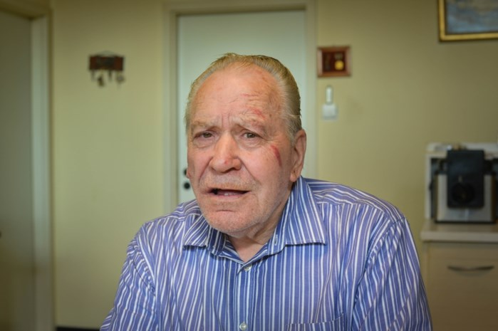 """78-jarige Genkenaar overvallen in zijn slaapkamer: """"Ze sloegen me met hun vuisten en bonden me vast op mijn bed"""""""