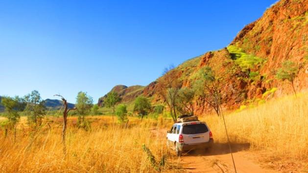 Gezin krijgt panne in Australische outback en sterft, zoektocht naar 12-jarige jongen
