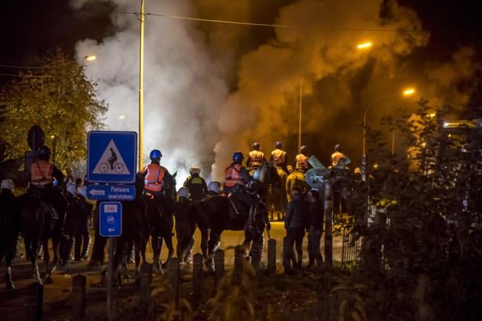 """Politie reageert na rellen KRC Genk: """"Harde kern heeft zich tegen ons gekeerd"""""""