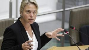 Wie thuis asbest laat verwijderen, krijgt helft terugbetaald door Vlaamse overheid