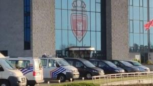 Gerecht valt binnen bij voetbalclub Moeskroen, drie bestuursleden tijdlang opgepakt voor verhoor