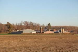 Kasteelheer klaagt uitbreiding boerderij aan: