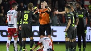 """Lommelse ref Wesley Alen houdt het hoofd koel: """"Een hele tribune die 'amateur' roept: het doet me niks"""""""