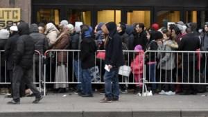 """Limiet van Francken stuit op felle kritiek: """"Vreemdelingenzaken kan wél meer dan 60 asielaanvragen per dag aan"""""""