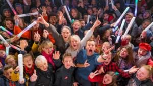 Ochtendtrio Qmusic maakt radio in Hasseltse Kunsthumaniora voor Rode Neuzen Dag