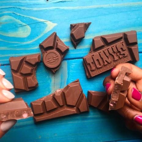 Op naar slaafvrije chocolade: Albert Heijn en Barry Callebaut volgen Tony Chocolonely in de strijd tegen cacaoslaven
