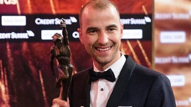 Eindelijk prijs voor 's werelds beste mountainbiker: Nino Schurter klopt Roger Federer op Zwitsers sportgala