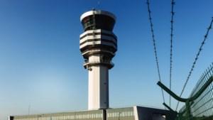 """Luchtverkeersleiders in opstand na """"bijna-botsing"""" vliegtuigen"""