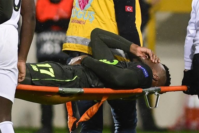 """Obbi Oulare breekt scheenbeen maar is door """"mooie breuk"""" slechts zes tot acht weken buiten strijd"""