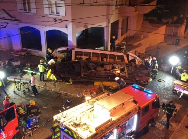 Tram boort zich in gebouw in Lissabon: 28 gewonden, baby uit wrak gered