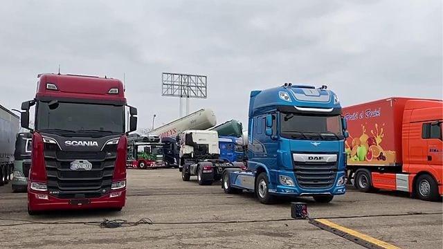 Honderden truckers voor Warmste Week op terreinen Ford Genk
