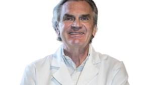 """Plastisch chirurg waarschuwt voor het gevaar van een borstvergroting: """"Vroeg of laat gaat elk implantaat lekken"""""""