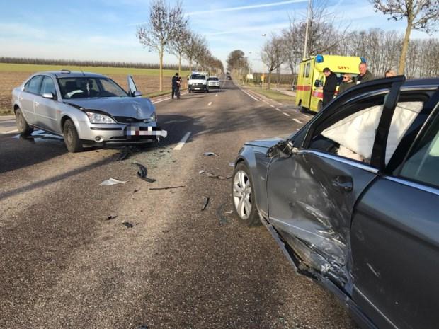 Twee auto's botsen in Vlijtingen