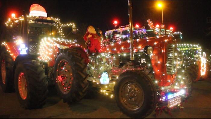 3000 bezoekers voor eerste kerstparade met tractoren in Maasmechelen