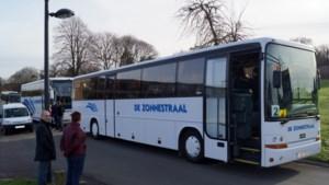 138 kinderen met de bus naar de cinema