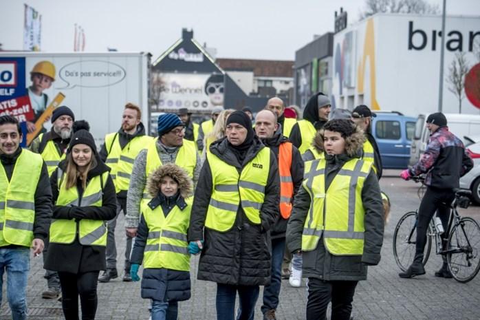 Gele hesjes voeren actie op Hasseltweg in Genk