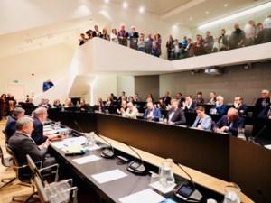 Overvol Scheep in Hasselt voor installatie nieuwe gemeenteraad