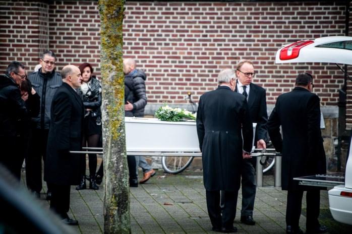 """Vader spreekt op begrafenis van Ryan (6): """"Jullie steun geeft ons kracht om positief te blijven"""""""
