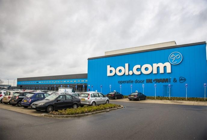 """Journalist undercover in sorteercentrum van Bol.com: """"Het beruchtste deel is dat met hondenbrokken en kattenvoer"""""""