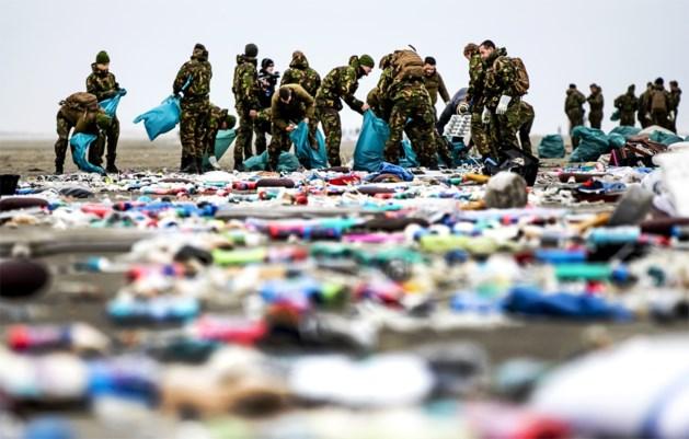 Nog steeds schoonmaakacties aan kust nadat containers overboord sloegen op Noordzee