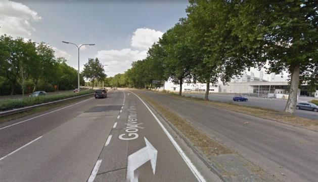 Verkeershinder na botsing met drie auto's aan Grenslandhallen
