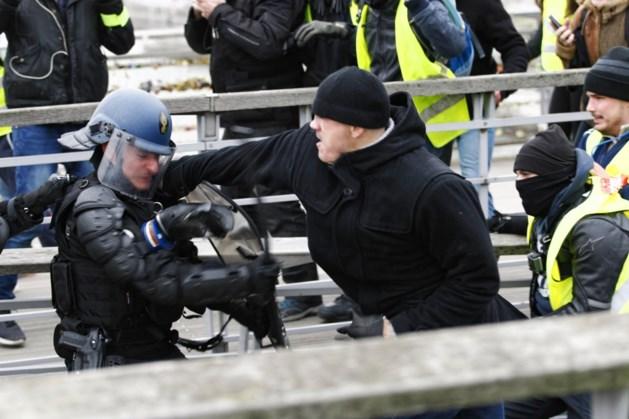 Ex-bokser die agenten sloeg tijdens protest gele hesjes in voorarrest geplaatst