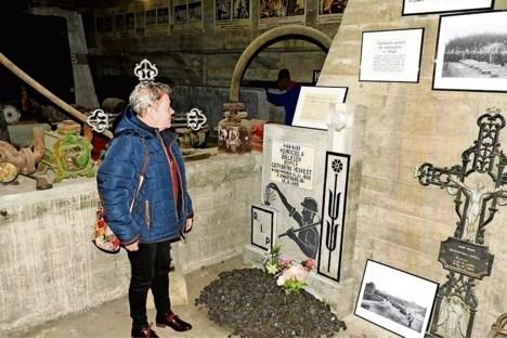 Mijnwerker Henk uit Budel stierf in 1960 in de mijn van Zwartberg. Zijn dochter schenkt zijn grafsteen nu aan het mijnmuseum in Genk