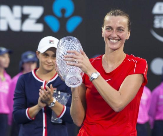 Kvitova wint voor de tweede keer het toernooi in Sydney, De Minaur versus Seppi in finale bij de mannen
