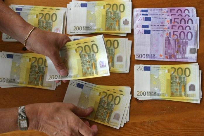 Verzekeringsmakelaar beschuldigt advocate van achterhouden 75.000 euro maar stelt zelf vals document op