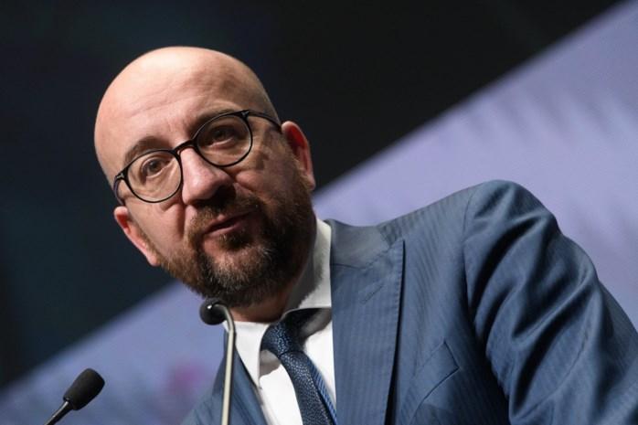 """Parlement neemt Theo Francken onder vuur: """"Geen reden om verblijfspapieren in te trekken van mensen die betaald hebben voor visa"""""""