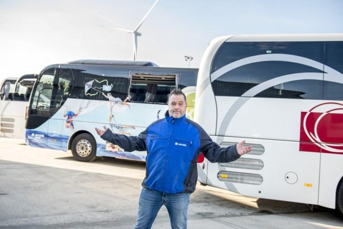 """Busbedrijven willen nationaal overleg na voetbalrellen: """"Steward op elke bus"""""""