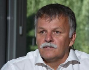 Diepenbeekse burgemeester Hendrik Kriekels heet nu officieel Rik