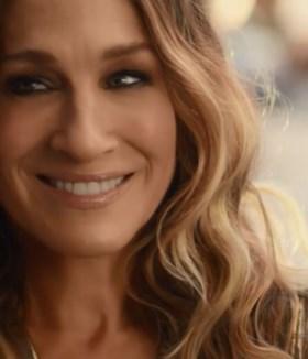 Sarah Jessica Parker speelt na jaren opnieuw Carrie Bradshaw uit 'Sex And The City'… om reclame te maken voor Belgisch bier