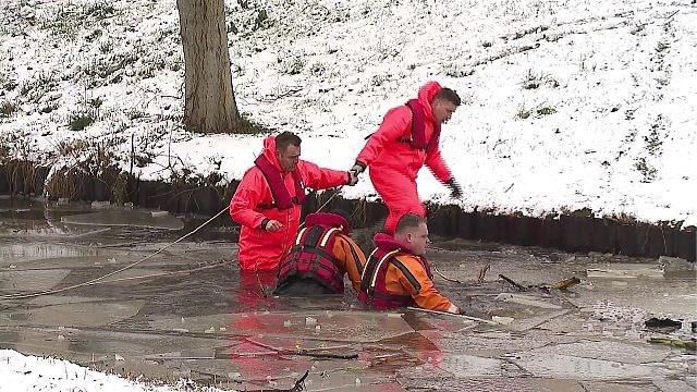 Bestuurder (24) overleden nadat auto in ijskoud water terechtkomt in Venlo